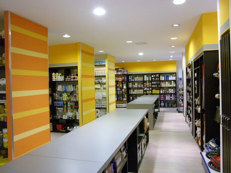 Negozio vernici e finiture d'interni L.P.M.A. :: MQA Metroquadro Architetti