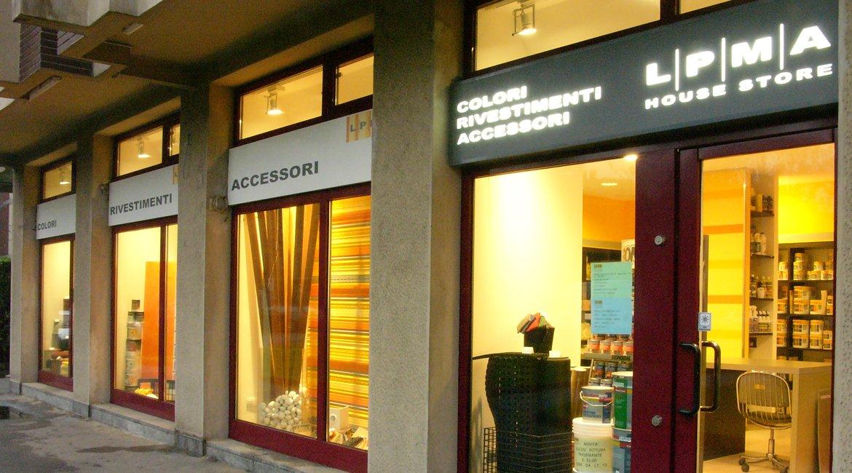 Negozio vernici e finiture d 39 interni l p m a mqa for Architetti d interni famosi