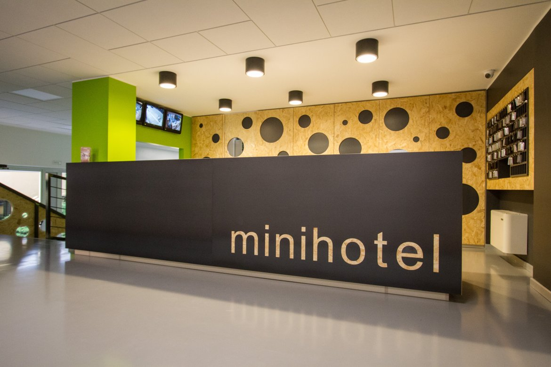 Hall hotel ornato mqa metroquadro architetti for Hotel ornato milano